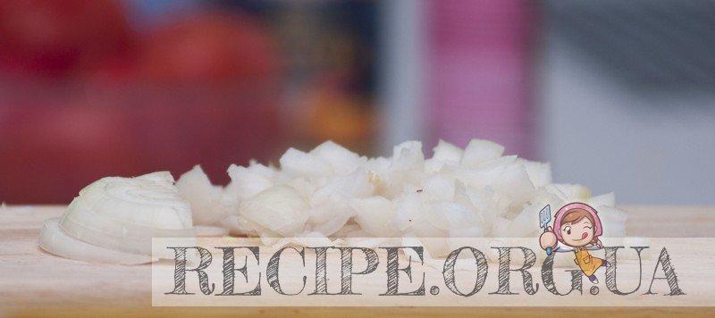 Рецепт с фото - Маринованные кальмары: Нарезанный лук и чеснок
